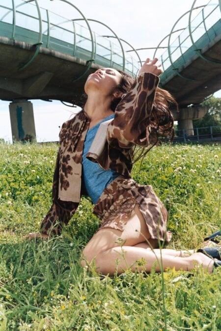 Veste en denim léopard double col pointu OANA - MaisonCléo