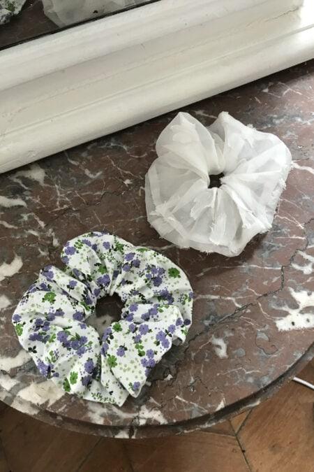 Lot de deux chouchous blanc fleuri et organza blanc - MaisonCléo