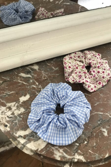 Gingham baby blue and purple fuschia flowers pack of two scrunchies - MaisonCléo