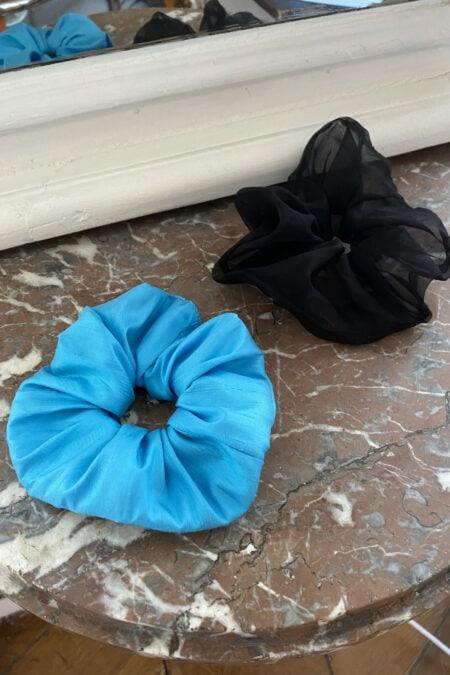 Lot de deux chouchous bleu en soie sauvage et en organza noir - MaisonCléo