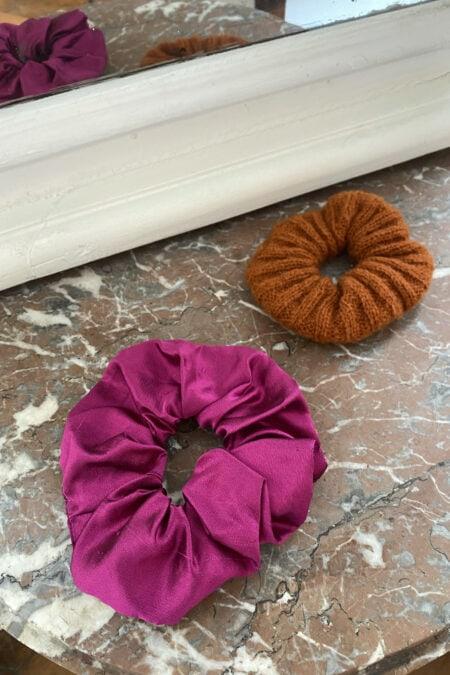 Lot de deux chouchous en soie sauvage fuchsia et en laine marron - MaisonCléo