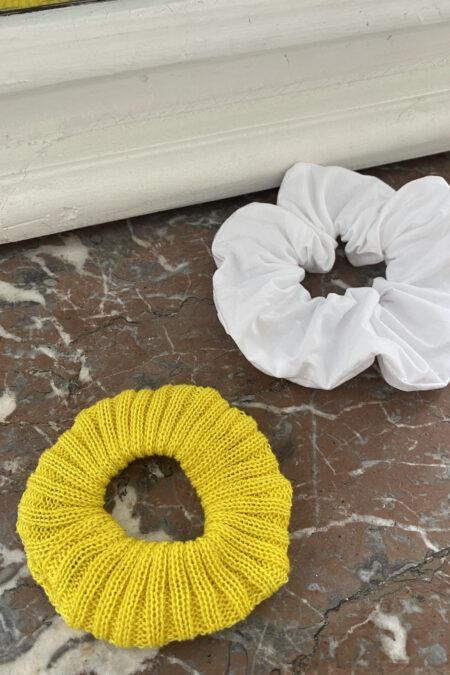 Lot de deux chouchous en laine jaune et en cotton blanc - MaisonCléo