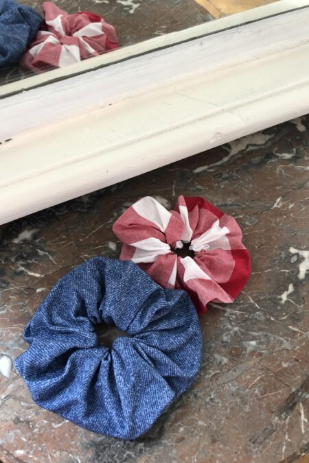 Blue patterned denim jersey and red checked pack of two scrunchies - MaisonCléo