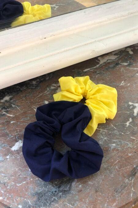Lot de deux chouchous bleu foncé en coton et jaune en coton - MaisonCléo