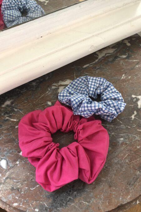 Lot de deux chouchous rose en coton et à carreaux bleus en coton - MaisonCléo